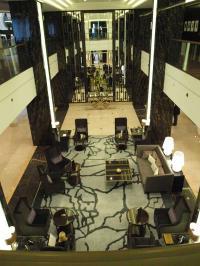 Die imposante Lobby vom Waldorf Astoria Berlin: Herzlich willkommen!