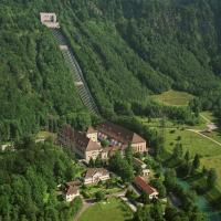 Genialer Aussichtspunkt: Das Wasserschloss thront oben am Berg. Foto: E.ON / Rolf Sturm