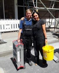 Anna Janssen (r.), Executive Housekeeper im Westin Grand Hotel Frankfurt, und Haustechnikerin Heidi Heidrich (l.)