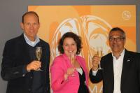 André Wiringa, Chief Xperience Office/Managing Partner Performance Solutions/IFH GmbH (links), Barbara van Beek, COO / Performance Solutions/IFH GmbH, Ron Byron, CEO Emergenetics Europe (rechts). Bildquelle Max PR