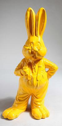 Der Hase steht für Fruchtbarkeit und Sinnenlust, ganz in gelb in der Farbe der Freiheit; Bildquelle www.dekowoerner.de