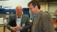 VdF-Vorstandsvorsitzender Carsten Zellner während des VdF-Fachseminars und der Betriebsbesichtigung beim Kühlzellenbauer Pfeuffer im Gespräch mit Stephan Wolf, Prokurist bei Pfeuffer GmbH, Kooperationspartner beim VdF-Fachseminar