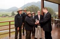 General Manager Joost Heymeijer und das Naturschutz-Team des Wolgan Valley Resort & Spa