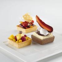 HUG Snack-Tartelettes Carré 7 cm -  Vorne links: HUG Dessert-Tartelette Carré 7 cm, Vorne rechts: HUG Dessert-Tartelette Carré 7 cm Choco