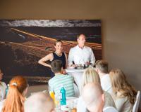 Vorstellung des Prämiensystems beim Azubi-Brunch durch die Geschäftsleitung Jörg Rauschenberger und Natascha Müllerschön (Foto: Rauschenberger, frei zur Veröffentlichung)