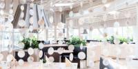Irrlichter, gemütliche Sitzecken und viel helles Holz: der Geisterwald / © Baby & Kinder Bio-Resort Ulrichshof