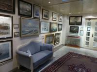 Eine der vielen gemütlichen Sitzecken im Haus mit wertvollen Gemälden