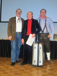 :von links: Gabriel Crettaz (Personaldirektor), Carlo Castellino (35-Jahre-Jubilar), Sascha Konter (General Manager).