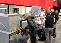 Bis zu 25 Personen, hauptsächlich Techniker, aber auch Vertriebsmitarbeiter, können bei den umfassenden Schulungen in örtlicher Nähe der Fachhändler direkt an der Maschine nachzuvollziehen, wie Inbetriebnahme und Fehlersuche an den Colged-Geräten durchgeführt werden. / Bildquelle: Colged
