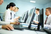 Vier Augen Prinzip in großen Firmen: Einer macht Admin, ein anderer checkt die Daten