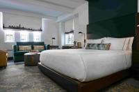 Curio The Renwick NYC King Bedroom / Bildquelle: Curio — A Collection by Hilton