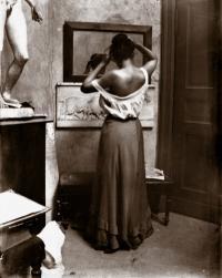 * Pose vor dem Spiegel, August 1901; Bilder mit freundlicher Genehmigung vom SCHIRMER/MOSEL VERLAG