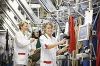 In den regionalen DBL-Vertragswerken werden jährlich fast 60 Millionen Kilogramm Wäsche gewaschen, kontrolliert, ggf. repariert und frisch gepflegt an die Kunden ausgeliefert