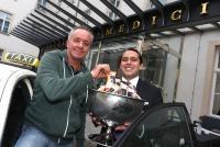 Ein Taxifaher mit guter Laune: Eis kostenlos im de Medici Düsseldorf