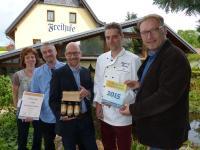 v.l.n.r. Katrin (49) mit Ehemann Maik Fritsche (50), Fürstlich-Drehna-Vertriebsleiter Matthias Montel (47), Küchenchef René Fritsche (43) und Wettbewerbsinitiator Ronny Hausmann (41) / Bildquelle: DEHOGA Dresden