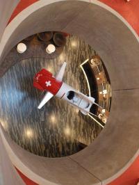 Die originelle Lobby im Dorint Airport-Hotel Zürich / Bildquelle: Sascha Brenning - Hotelier.de