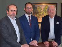 (v. l. n. r.): Professor Stephan Gerhard, Alexander Winter, Horst Rahe / Bildquelle: DSR Hotel Holding