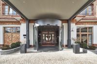 Automatische Türsysteme von GEZE im Schloss Elmau Garmisch