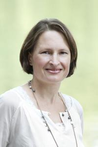 Bianca Spiegel, selbst zweifache Mutter, verantwortet bei Familotel das Qualitätsmanagement und die Familotel Lernwelt / Bildquelle: Familotel
