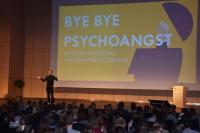 Angehende Eventprofis aus ganz Deutschland trafen sich am Dienstag bei Forum VIA im Congress Centrum des MCC Halle Münsterland. Zu den Referenten gehörte Quiz-Millionär Dr. Leon Windscheid. / Bildquelle: MCC Halle Münsterland