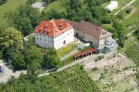 Schloss Roseck am Rande des Naturparks Schönbuch bei Tübingen stand 15 Jahre leer, bevor es durch eine Familiengemeinschaft von Grund auf saniert wurde / Bildquelle: Schloss Roseck