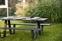 GO IN Picknickset aus Aluminium in Anthrazit. Für ein ausgefallenes Outdoor-Ambiente. / Bildquelle: GO IN GmbH