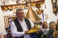 Die ungarische Variante Ente mit Sauerkraut und frittierten Kartoffeln / Bildquelle: Messe Berlin GmbH
