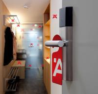"""Der """"Häfele RoomService"""" bietet 300 kombinierbare Produkte für die Hotellerie. / Bildquelle: Häfele GmbH & Co KG"""