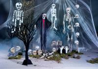 Gruselige Halloween Party Deko mit Skeletten und Totenköpfen; Bildquelle dekowoerner.de