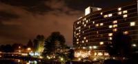 Hilton Amsterdam in der Nacht; Bildquelle Hospitality Services Deutschland Plus GmbH
