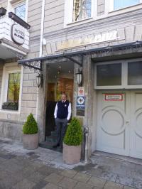 Das Hotel St. Paul in der Nähe der Theresienwiese mit demHoteleigentümer Herrn Heinz Maresch