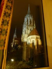 ...mit Blick auf die nächtliche St. Paul Kirche