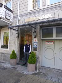 Das Hotel St Paul in der Nähe der Theresienwiese mit dem liebenswürdigen Herrn Maresch, besonders empfehlenswert für Besucher, die familiären Frühstücksservice bevorzugen