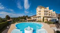 Hotel Almesberger Außenansicht mit pool / Bildquelle: aduco Internet GmbH