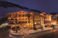 Hotelansicht von vorne im Winter bei Nacht / Quelle: Aktiv Hotel Gaspingerhof