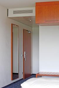 In Hotels sorgt der Fan Coil Venkon für das individuelle Wohlfühlklima der Gäste. Im Hybrid ECO System kann er mit frischer Außenluft beliefert werden; Bildquellen kampmann.de