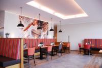 Im Frühstückscafé der angeschlossenen Hofbäckerei Niermann kann den ganzen Tag lang gefrühstückt werden. / Bildquelle: IBB Hotel Collection