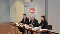 IHA Jahrespressekonferenz 2015 v.l. Markus Luthe, Hauptgeschäftsführer (IHA) / Fritz G. Dreesen, Vorsitzender (IHA) / Stefanie Heckel, Pressesprecherin (IHA) / Bildquelle: Hotelverband Deutschland (IHA)