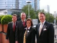 von links nach rechts: Hansjörg Hefel (Generaldirektor Frankfurt Marriott Hotel), Bernhard Haller (Direktor Mövenpick Hotel Frankfurt City), Claudia Delius-Fisher (Leiterin Congress Frankfurt), Horst Mayer (Direktor Maritim Hotel Frankfurt)