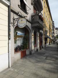 Hier geht die Post ab bis in die frühen Morgenstunden: das Szenelokal Johannis Café in München Haidhausen. Clevere Hotels schreiben hierüber, um hippe Gäste zu gewinnen