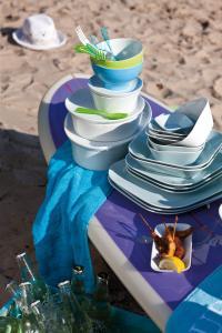 KAHLA und Sommer an See - so 'blau machen' mit Farben Spaß! Bezugsquelle der Produkte: www.kahla-porzellanshop.de/