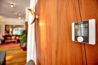 Mit dem KaControl Raumbediengerät kann der Gast sein Wohlfühlklima individuell regeln