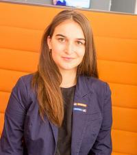 Katharina Wallmann in A&O Lobby / Bildquelle:  A&O HOTELS and HOSTELS Holding AG