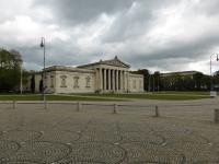 Der Königsplatz in München mit Antikensammlung