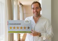 Manfred Kröswang freut sich über die Ergebnisse der Kundenbefragung 2017 / Bildquelle: KRÖSWANG GmbH