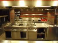 Profi Küche im Restaurant Haerlin im Fairmont Hotel Vier Jahreszeiten in Hamburg / Bildquelle: Sascha Brenning - Hotelier.de