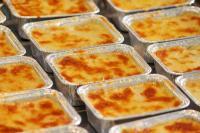 Convenience der Klasse 4: Lasagne, ein typisches und beliebtes Fertiggericht auf dem Fertigungsband