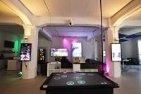 Gäste des Hotel-Events können sich im Digital Signage Innovation Center u.a. über Multi-Touch-Tische live informieren / Bildquelle: komma,tec redaction GmbH