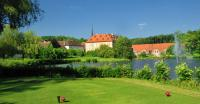 Golfanlage mit Außenansicht Lindner Hotel Schloss Reichmannsdorf; Bildrechte Lindner