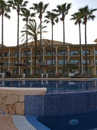 Sentido Mallorca Palace unter Palmen